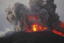 Vulkanausbruch in Santiaguito — Stockfoto