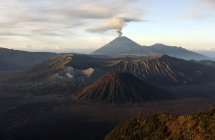 Tengger caldera with erupting Mount Semeru — Stock Photo