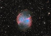 Paisaje estelar con nebulosa Dumbbell - foto de stock
