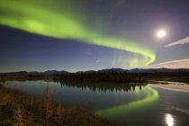 Aurora borealis and Full Moon — Stock Photo