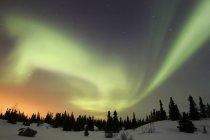Aurora Boreal sobre Montanhas Ogilvie — Fotografia de Stock