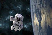 Astronaut schwebt im All und umkreist großen erdähnlichen Planeten — Stockfoto