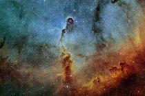 Vista de Ic 1396 elefante tronco nebulosa en paleta Hubble - foto de stock