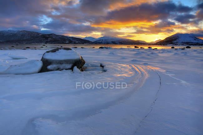 Winter sunset over Tjeldsundet at Evenskjer — Stock Photo