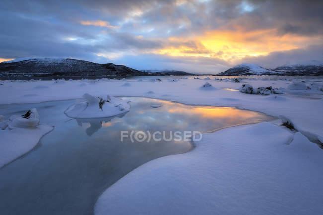Fiorde de Tjeldsundet no condado de Troms — Fotografia de Stock