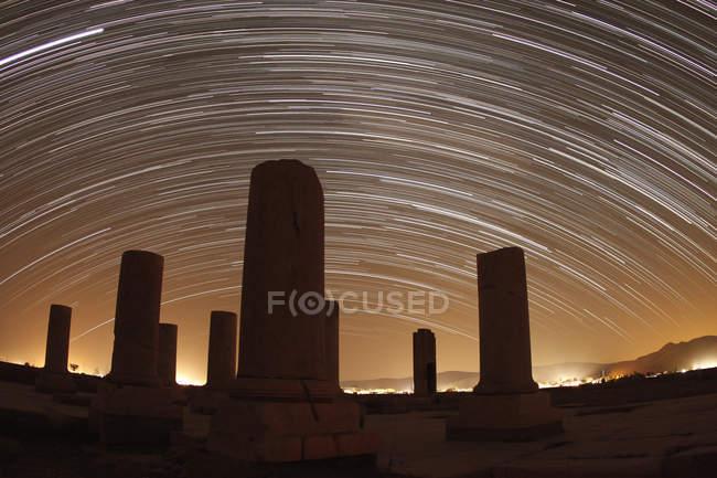 Sternspuren über dem Palast von Cyrus Great — Stockfoto