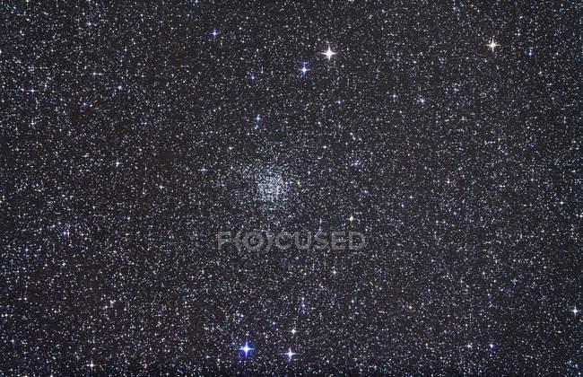 Cúmulo abierto NGC 7789 en constelación Cassiopeia - foto de stock