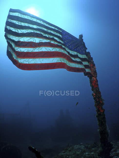 Bandiera americana sulla nave affondata — Foto stock