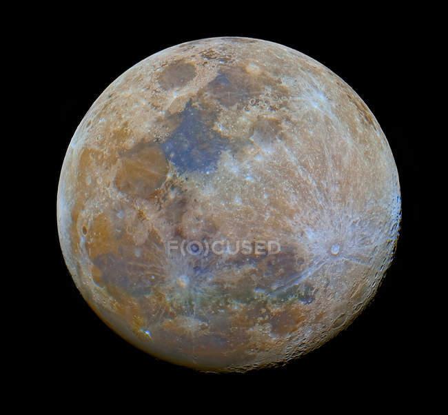 Майже повний місяць в чорний простір — стокове фото