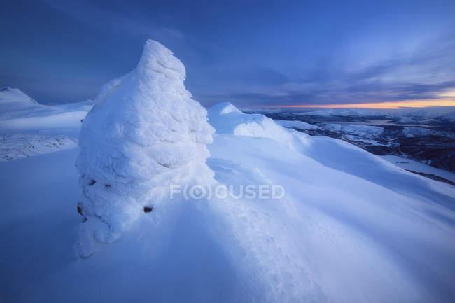 Sonnenuntergang am Gipfel des Toviktinden Berges — Stockfoto