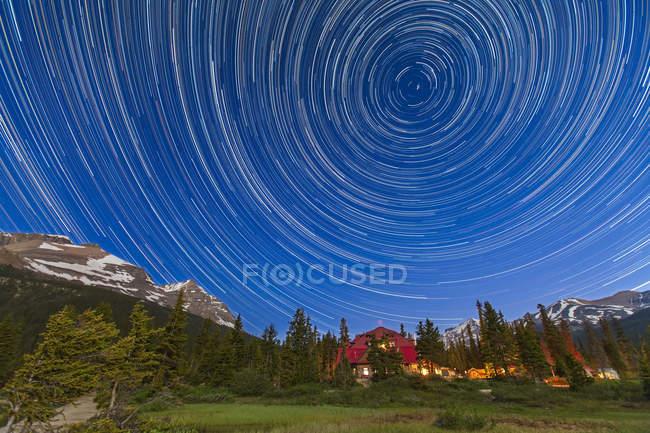 Circumpolar star trails across sky — Stock Photo