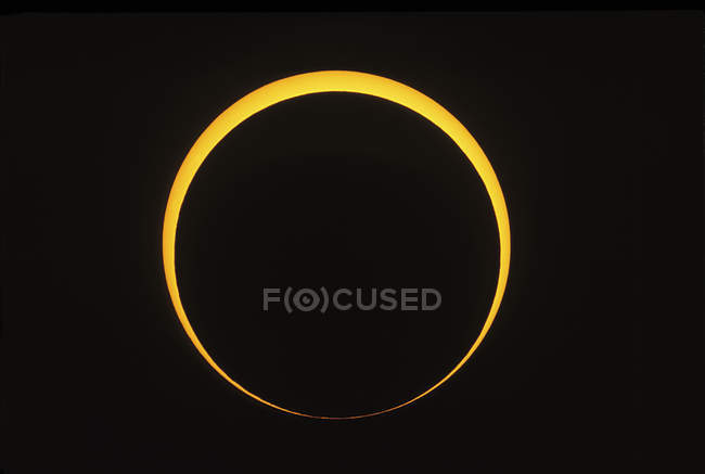 Eclipse que muestra el efecto de las cuentas de Baily - foto de stock