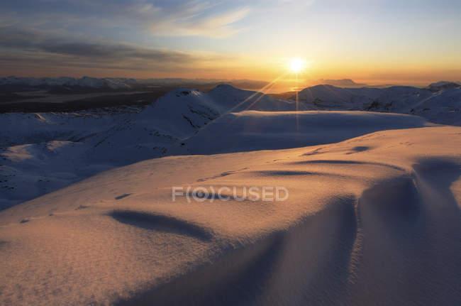 Sunrise over Lilletinden mountain — Stock Photo