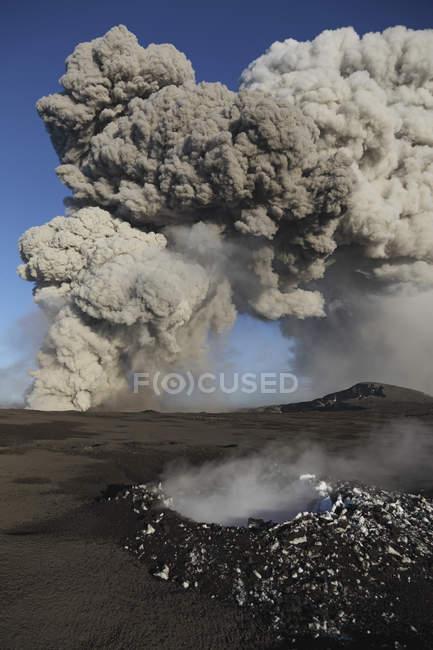 Eyjafjallajokull eruption in Iceland — Stock Photo