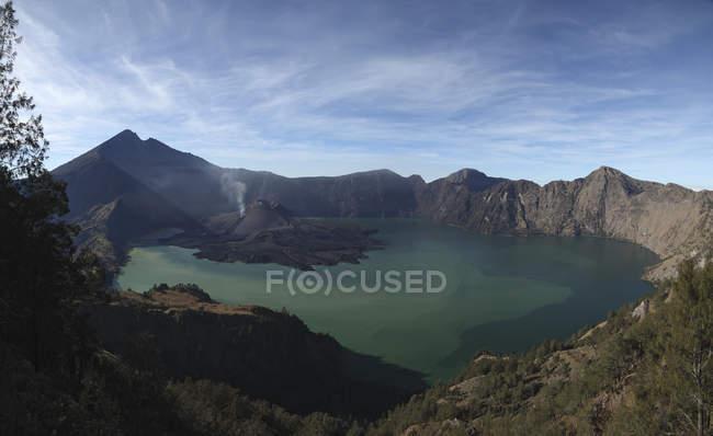 Volcan Rinjani sur l'île de Lombok — Photo de stock