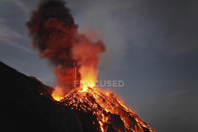 Erupção do Vulcão Stromboli — Fotografia de Stock