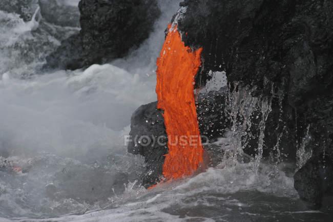 Kilauea lave flux mer entrée — Photo de stock