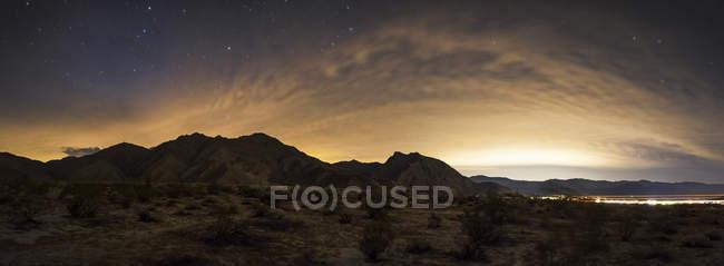 Cielo parcialmente nublado en Borrego Springs - foto de stock