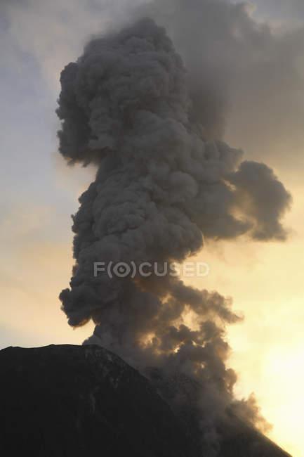 Santiaguito виверження вулкана — стокове фото