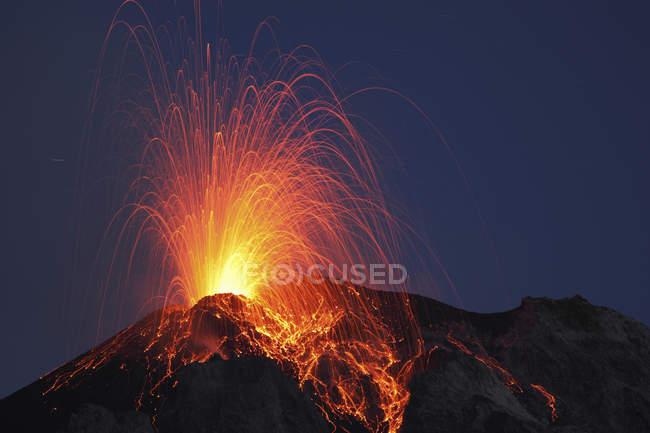 Stromboli виверження на Еолійські острови — стокове фото