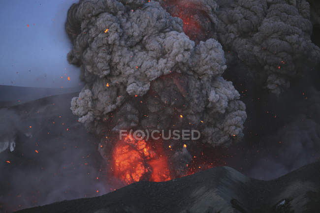 Eyjafjallajokull eruption in Summit crater — Stock Photo