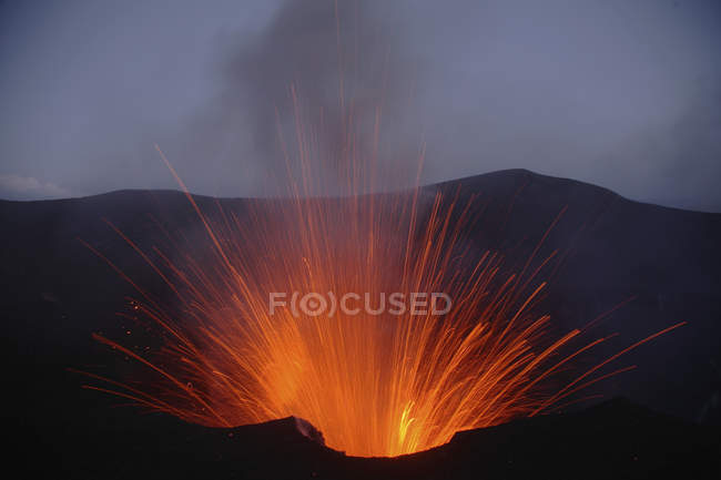 Yasur eruption on Tanna Island — Stock Photo