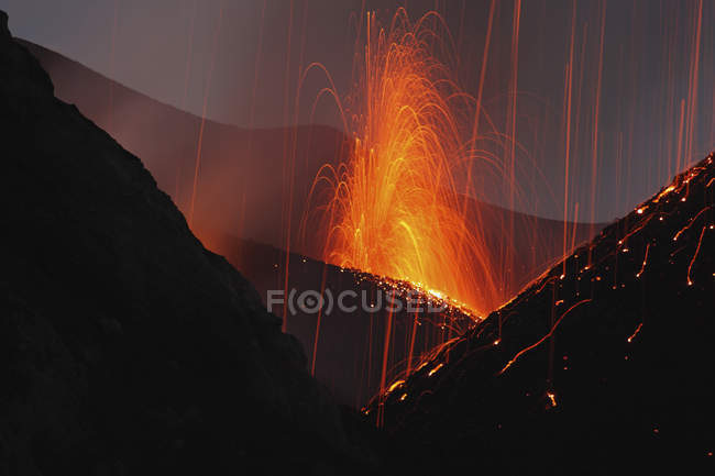 Erupção de Stromboli em Ilhas Eólias — Fotografia de Stock