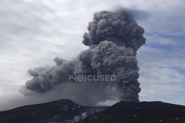 Eyjafjallajokull volcano eruption — Stock Photo