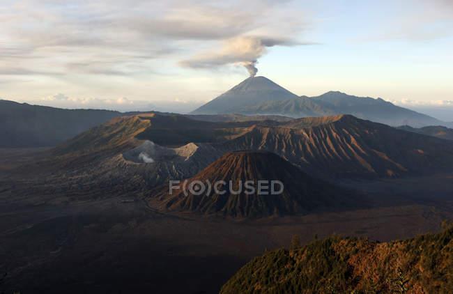 Tengger кальдери з виверження Semeru гора — стокове фото