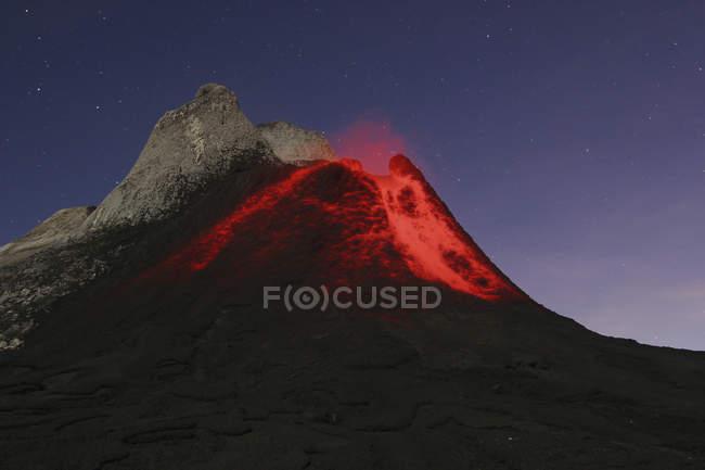 Ol Doinyo ленгала виверження — стокове фото