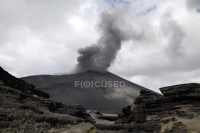 Yasur виверження на острові Tanna — стокове фото