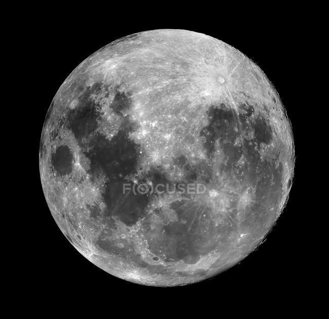 Повний місяць на чорному — стокове фото