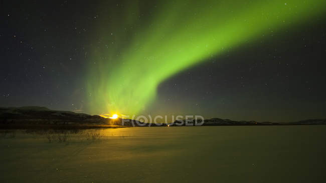 Bright aurora borealis over Lake Laberge, Yukon Territory, Canada — Stock Photo
