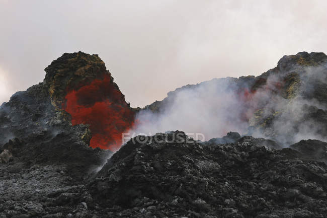 Lava reflection in Puu Oo crater — Stock Photo