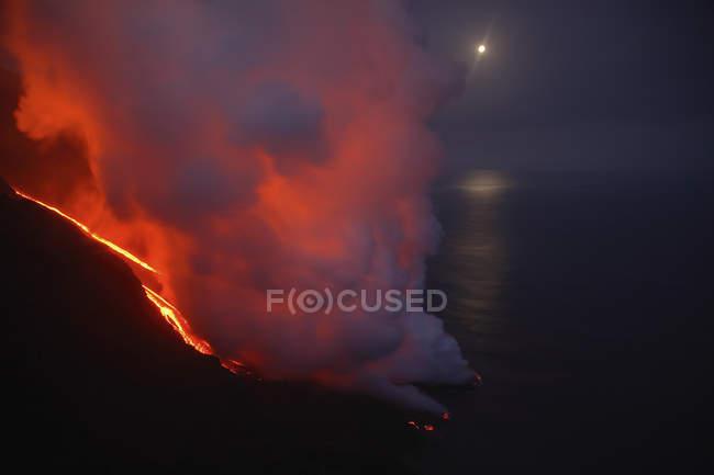 Stromboli lava flow sea entry — стокове фото