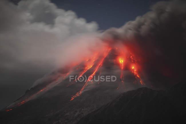 Суфрієр-Хілс виверження — стокове фото