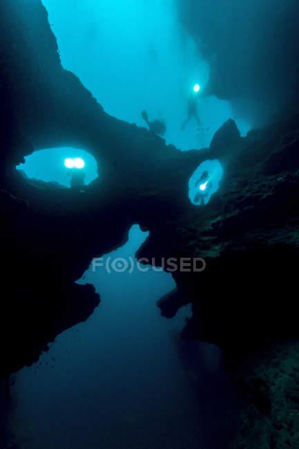Подводного плавания вблизи рифов — стоковое фото