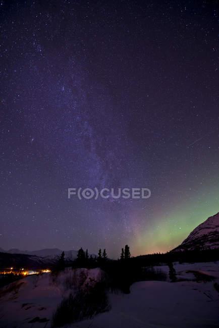 Aurora borealis and Milky Way over Carcross — Stock Photo