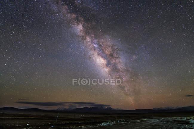 Чумацький шлях над Тибетом — стокове фото