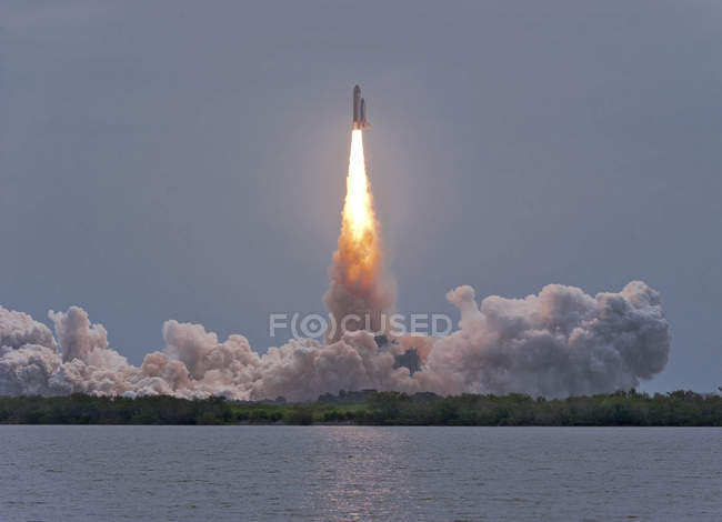 Launch of Atlantis space shuttle — Stock Photo