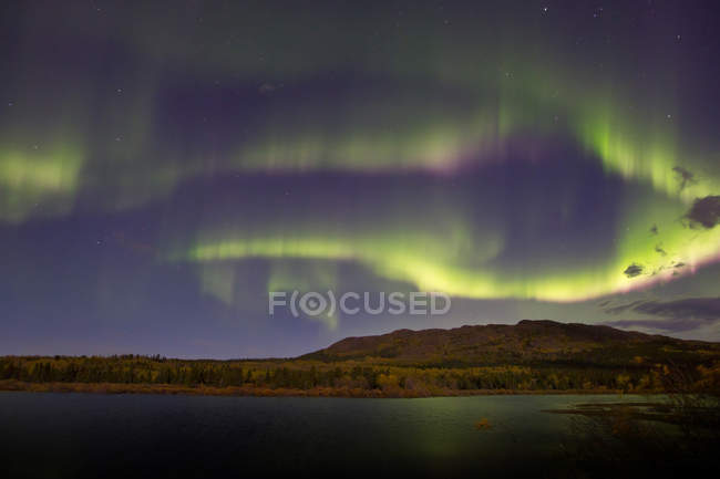 Aurora borealis over Fish lake — Stock Photo