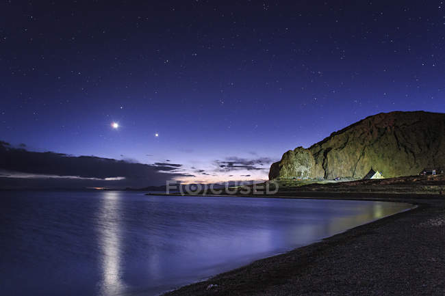 Venus and Jupiter in evening twilight — Stock Photo