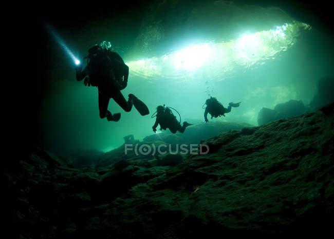 Печера дайверів введення сеноти — стокове фото