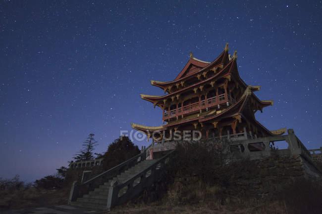 Храм на горі Emei в Китаї — стокове фото