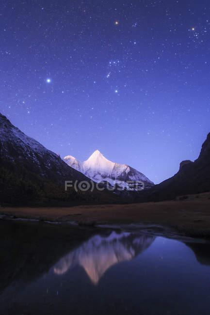 Cielo stellato sul Monte Jampayang — Foto stock