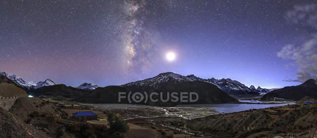 Starry sky above Laigu Glacier — Stock Photo