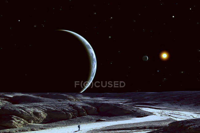 Astronauta solitária em terreno árido — Fotografia de Stock