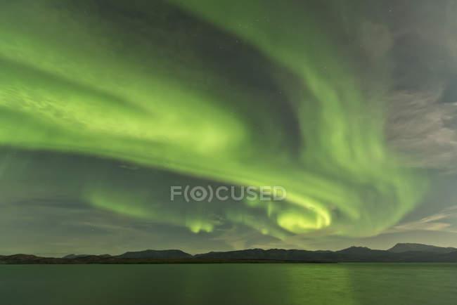 Aurora Borealis über Fish Lake — Stockfoto