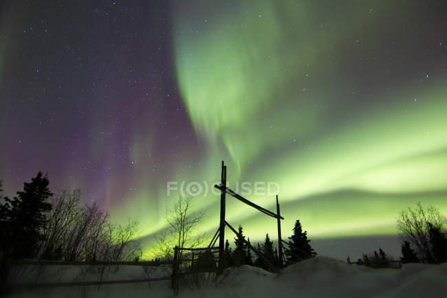 Aurora borealis over ranch — Stock Photo