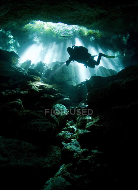 Diver entering Taj mahal cavern — Stock Photo